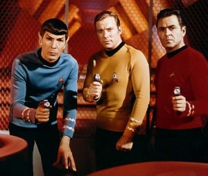 (Star Trek, TV Series, USA 1966 - 1969)  Leonard Nimoy, William Shatner and James Doohan /Uniform, Phaser, Science Fiction STAR TREK Allstar/Cinetext/